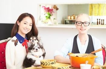 沢尻エリカ-美人の母親が料理本-母娘ツーショット写真も公開